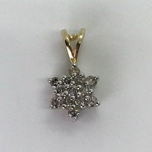 10kt yellow gold diamond 💎 flower pendant